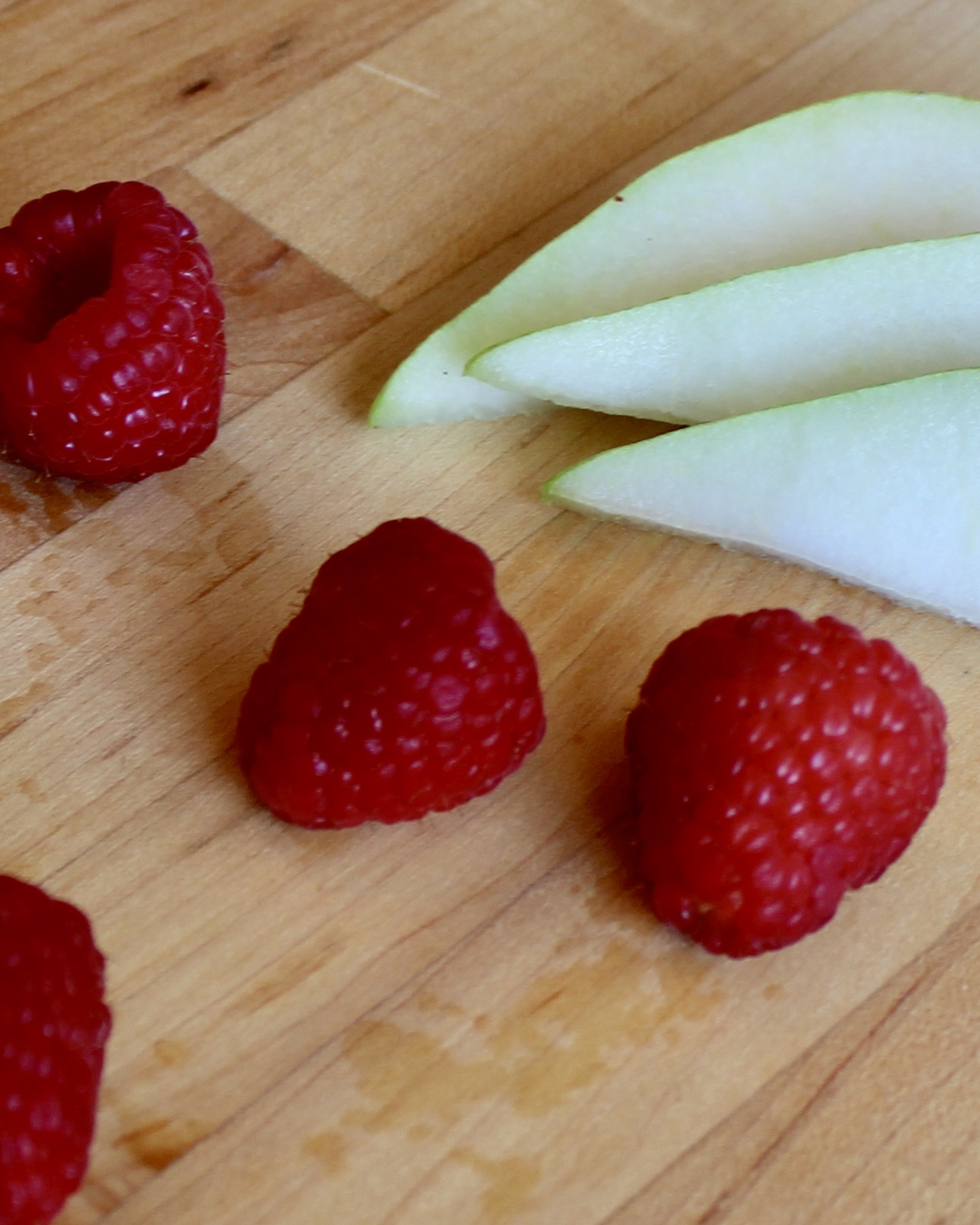 Pear & Raspberry Puree makes a flavorful baby food and is high in fiber, vitamin